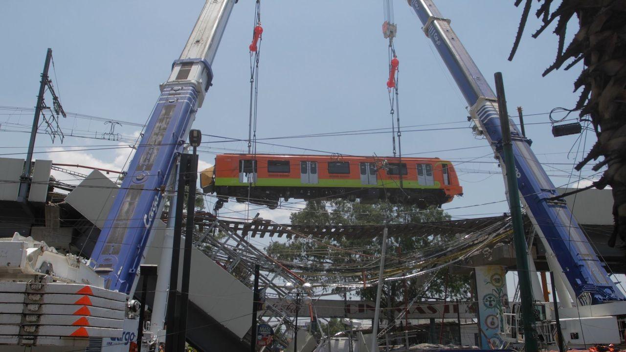 Grúas realizan trabajos con vagón de Metro de L12 (Cuartoscuro)