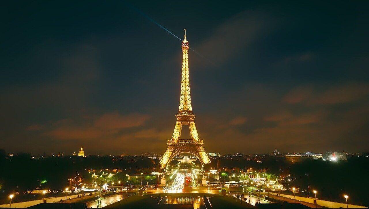 Iluminan la Torre Eiffel con hidrogeno renovable por energías limpias