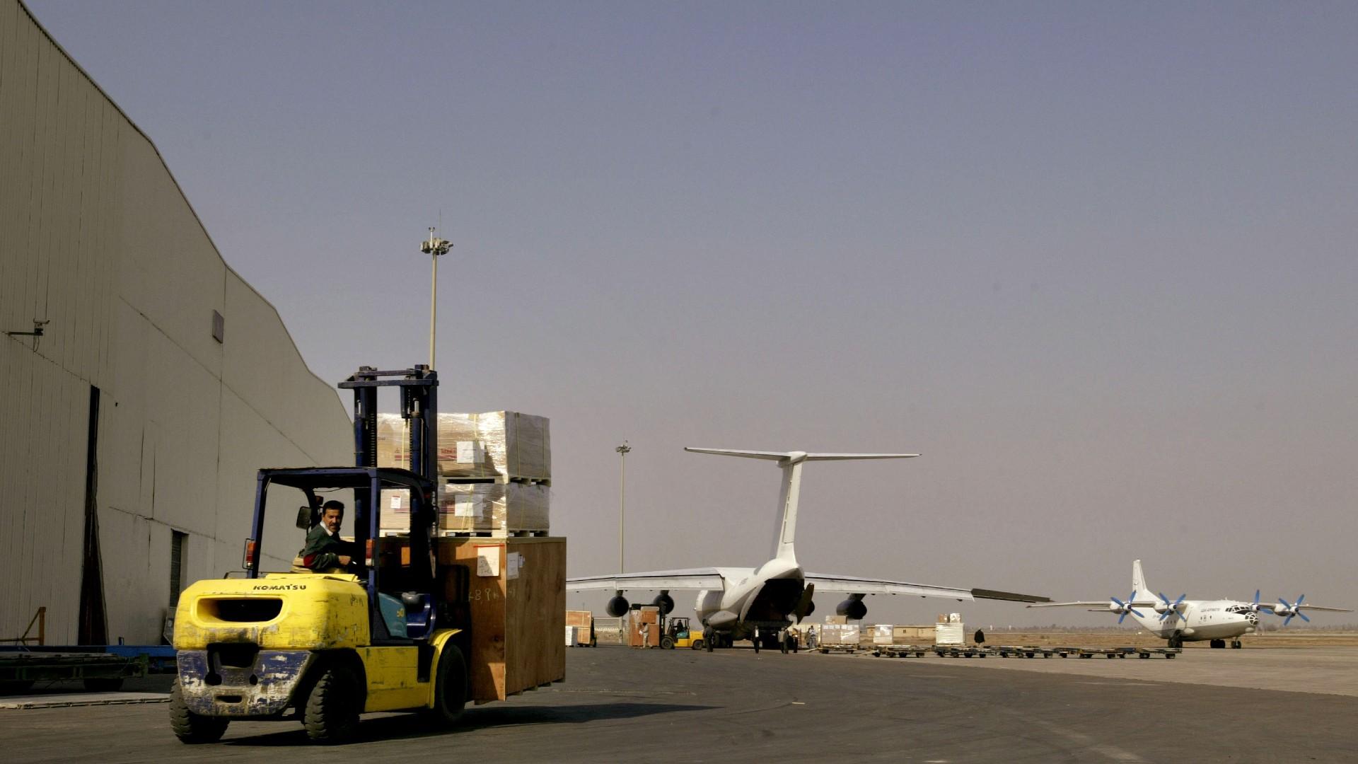 Impacta un cohete en la sección militar del aeropuerto de Bagdad (Foto_ Getty Images)