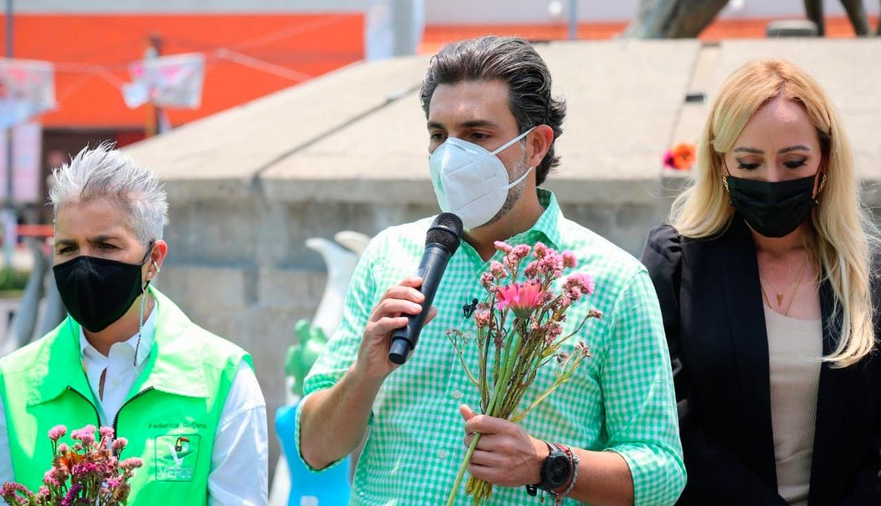 Diputado Jesús Serna participa en exposición de violencia contra la mujer