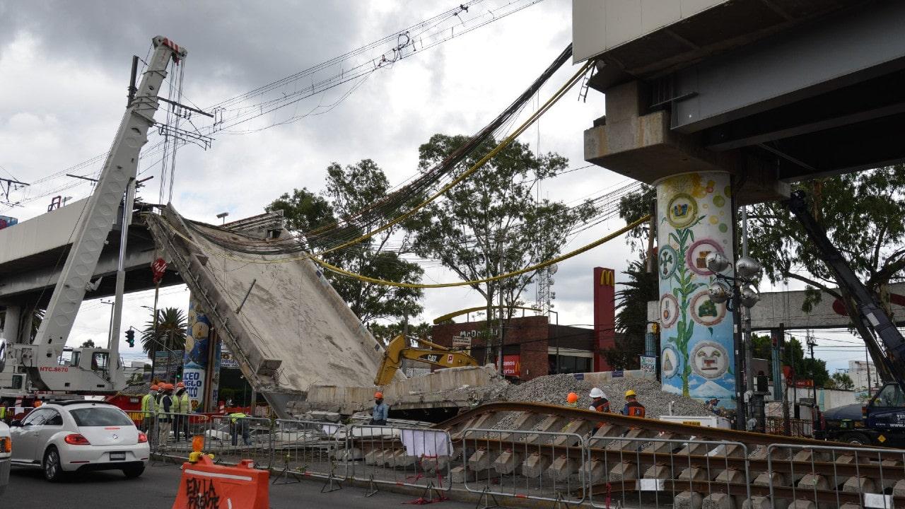 Investigadores analizan documentos sobre proyecto de la Línea 12
