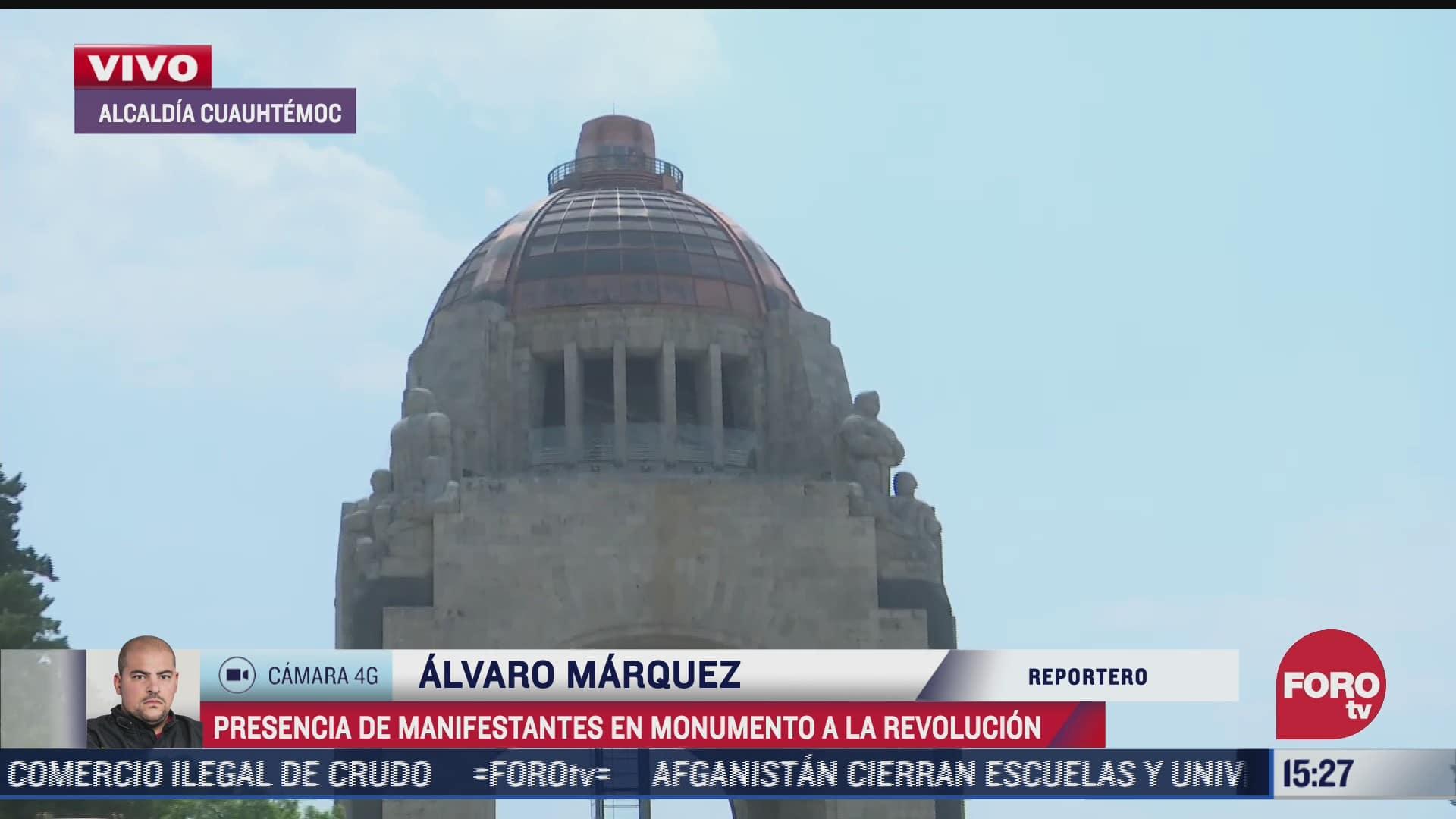 Feministas se manifiestan en el Monumento a la Revolución