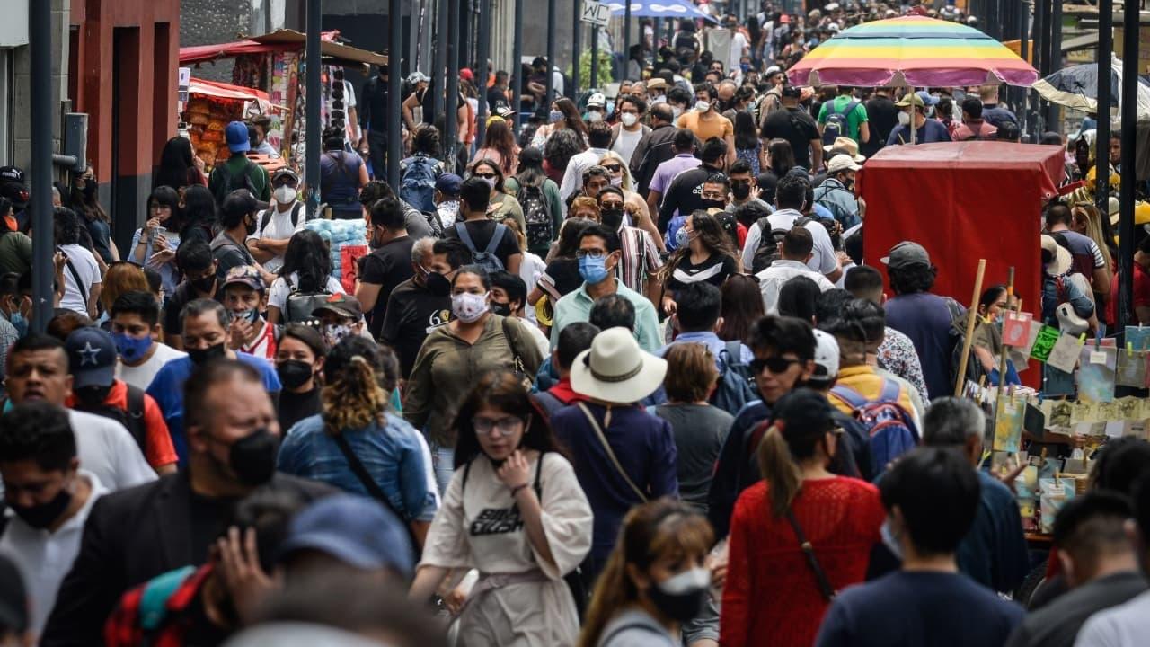 Más del 50% de la población mexicana en riesgo de contraer COVID-19
