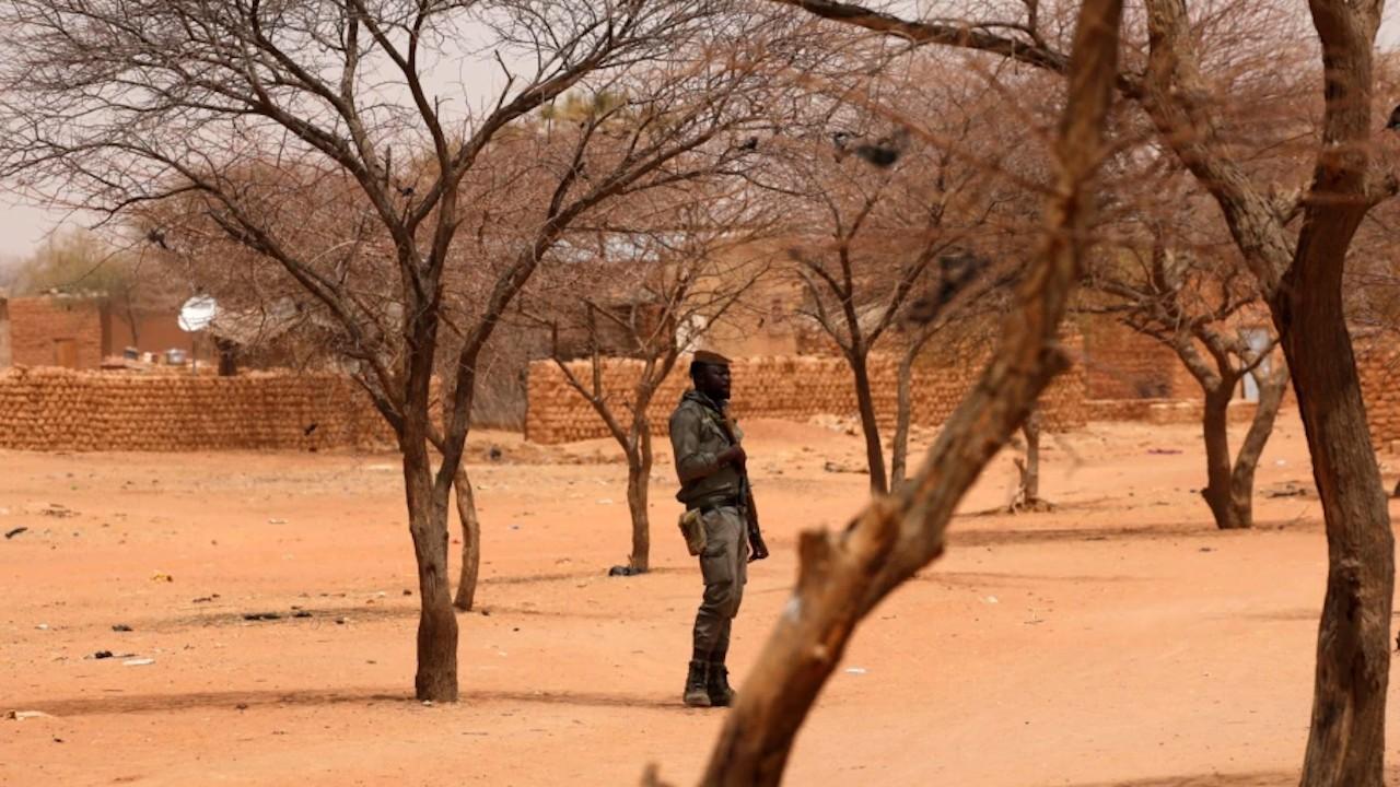 Miliciano en Burkina Faso (Twitter: @rmaghrebi)