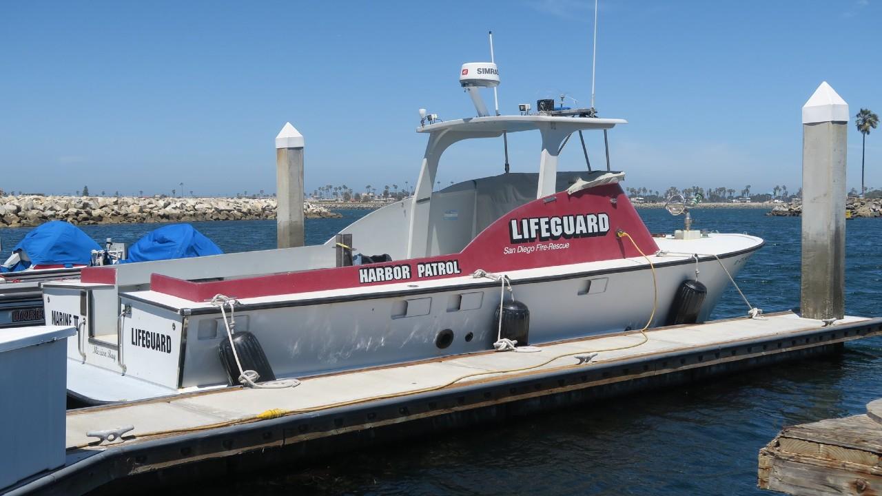 Al menos 2 muertos y 23 heridos tras volcarse bote en San Diego, California