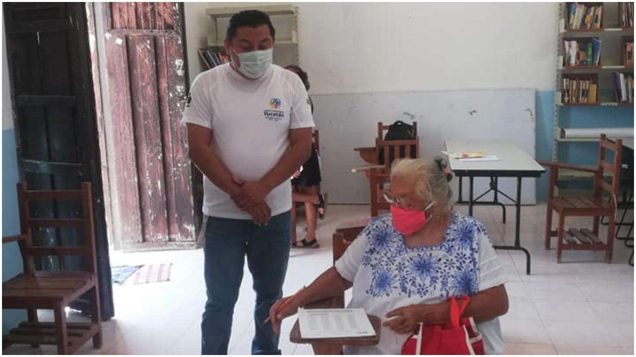 Mujer de 71 años se hace viral al hacer examen para aprobar la primaria en Yucatán