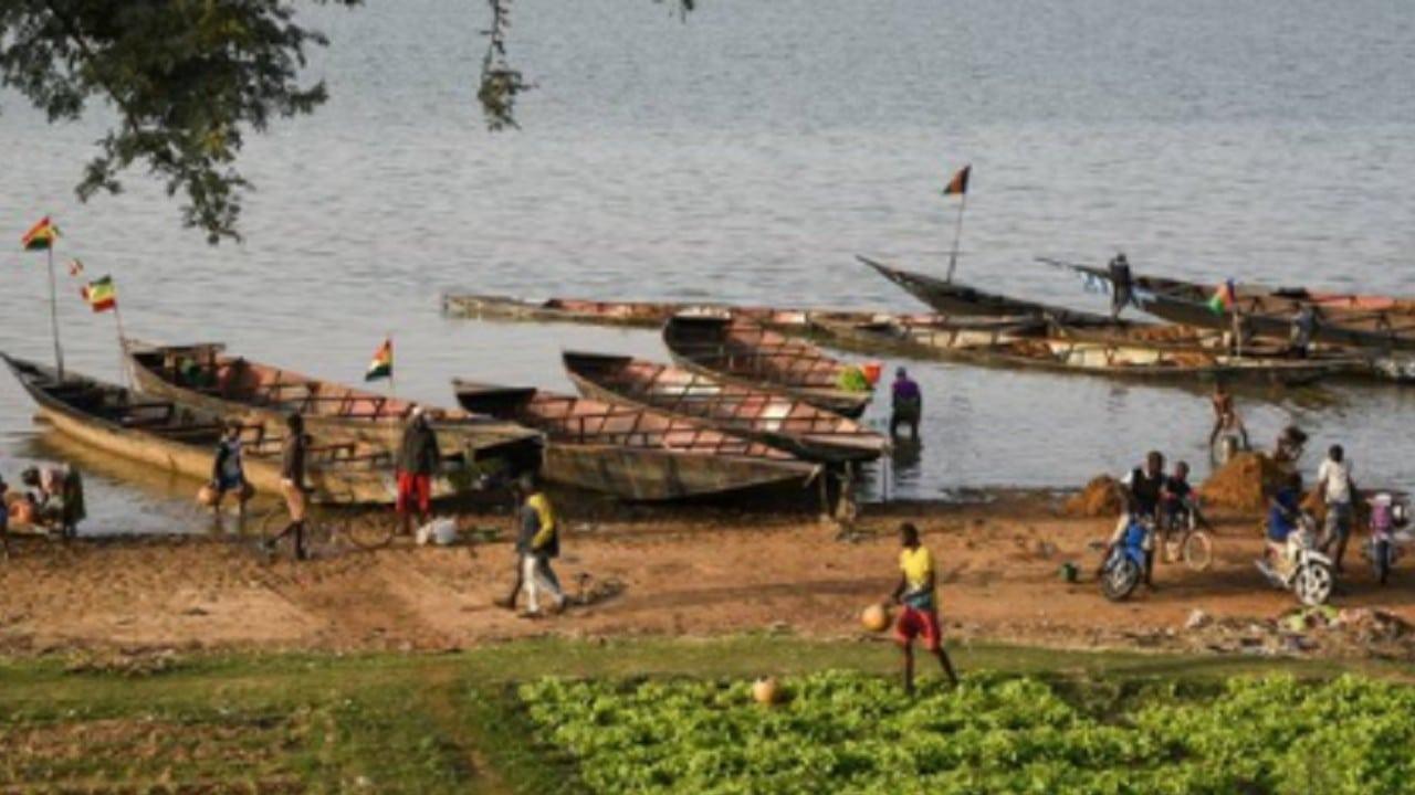 Naufragio-de-barco-en-Nigeria-deja-más-de-150-desaparecidos