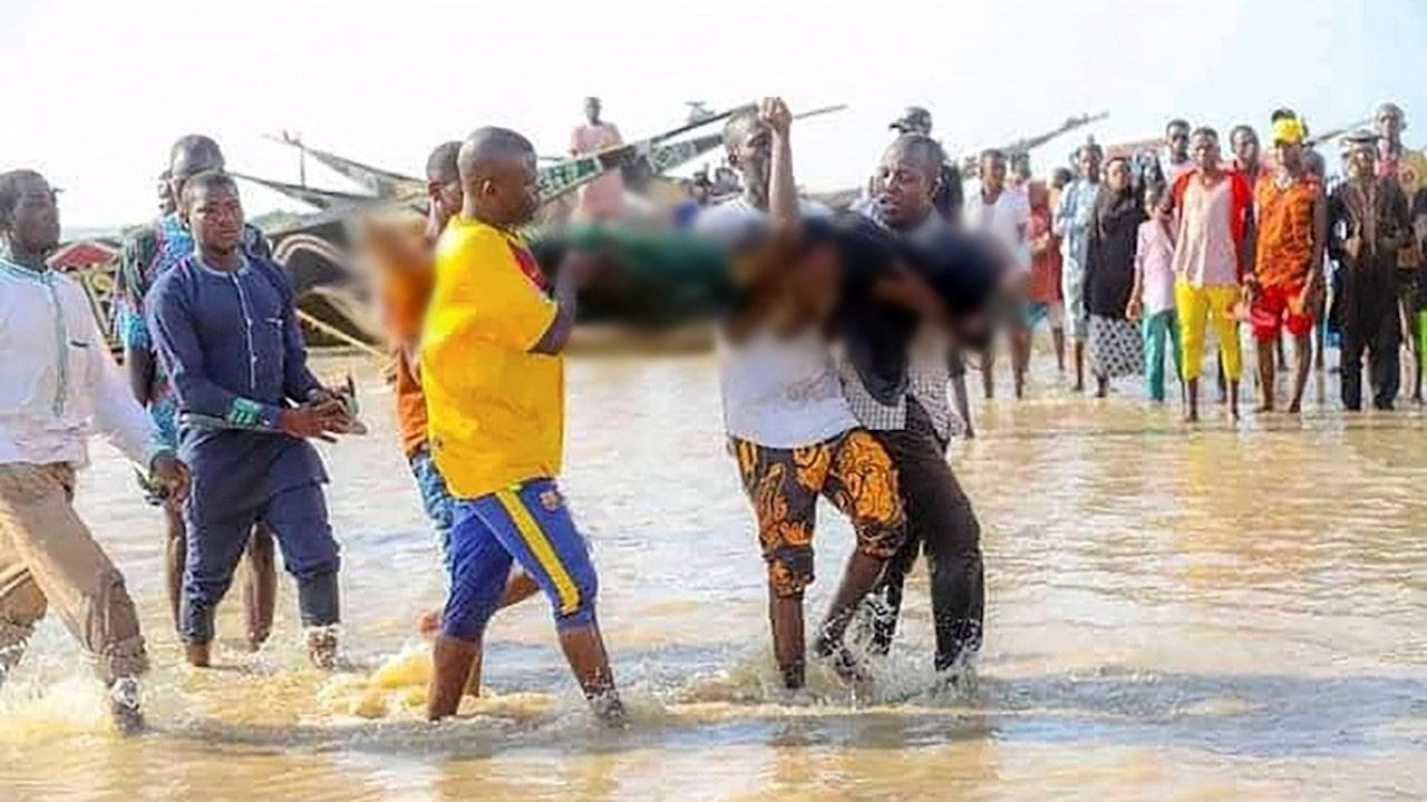 Rescatistas recuperan decenas de cuerpos tras un naufragio en Nigeria
