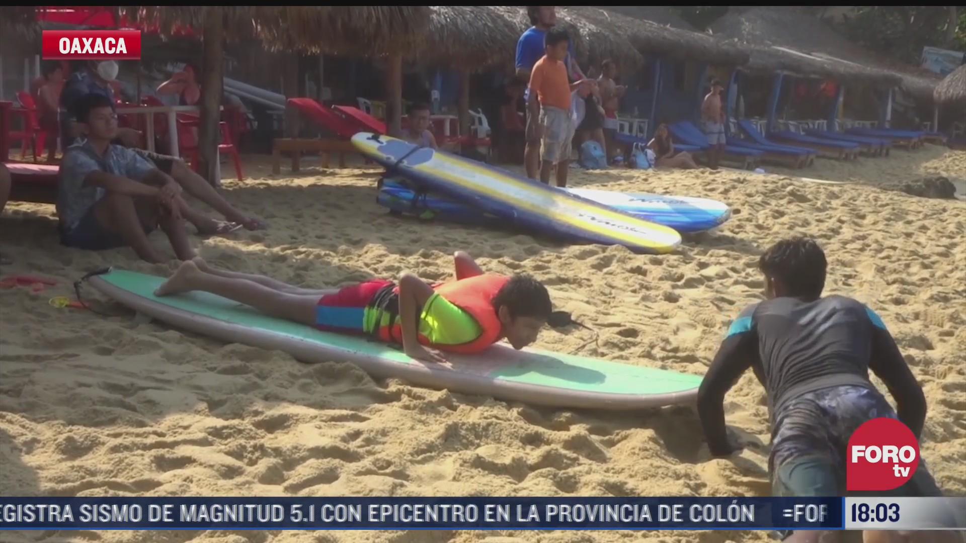 ninos con autismo toman clases de surfing en puerto escondido oaxaca