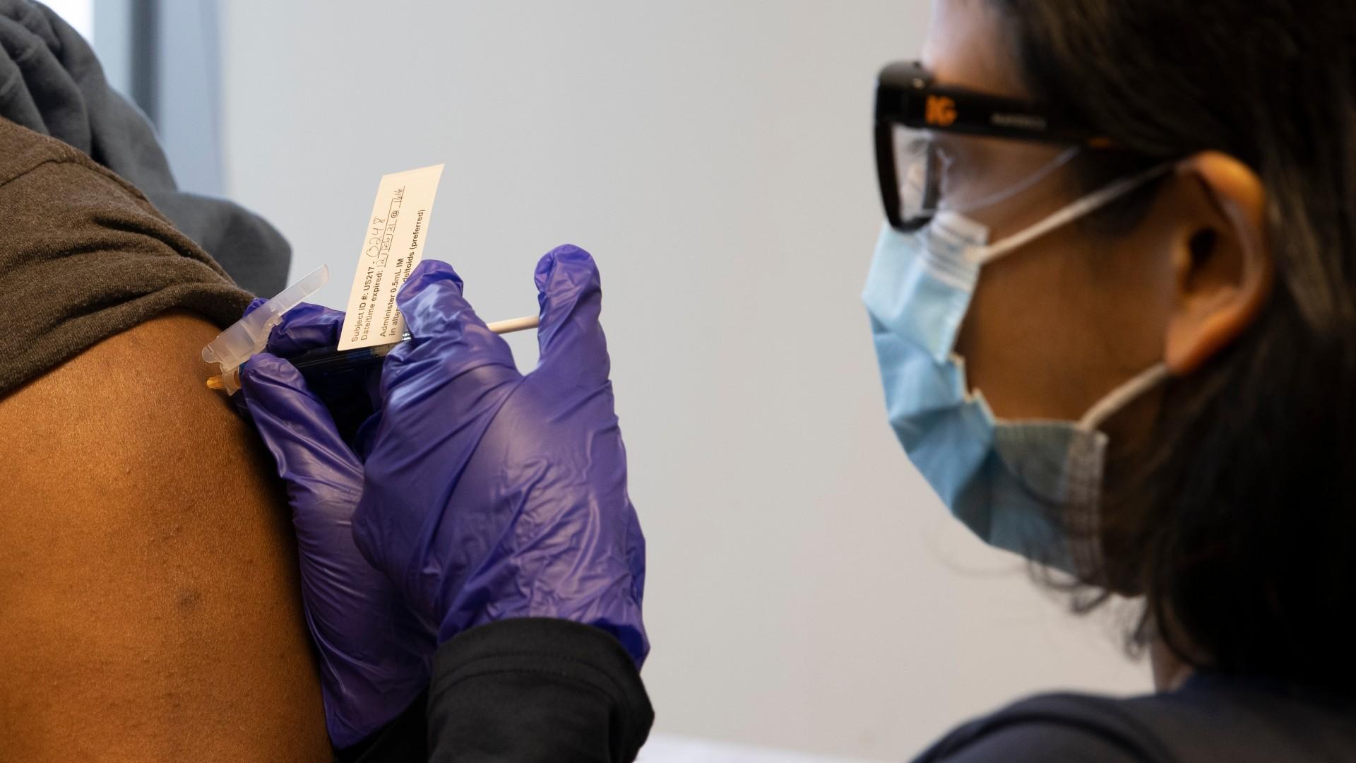Novavax inicia ensayo de su vacuna COVID-19 en adolescentes