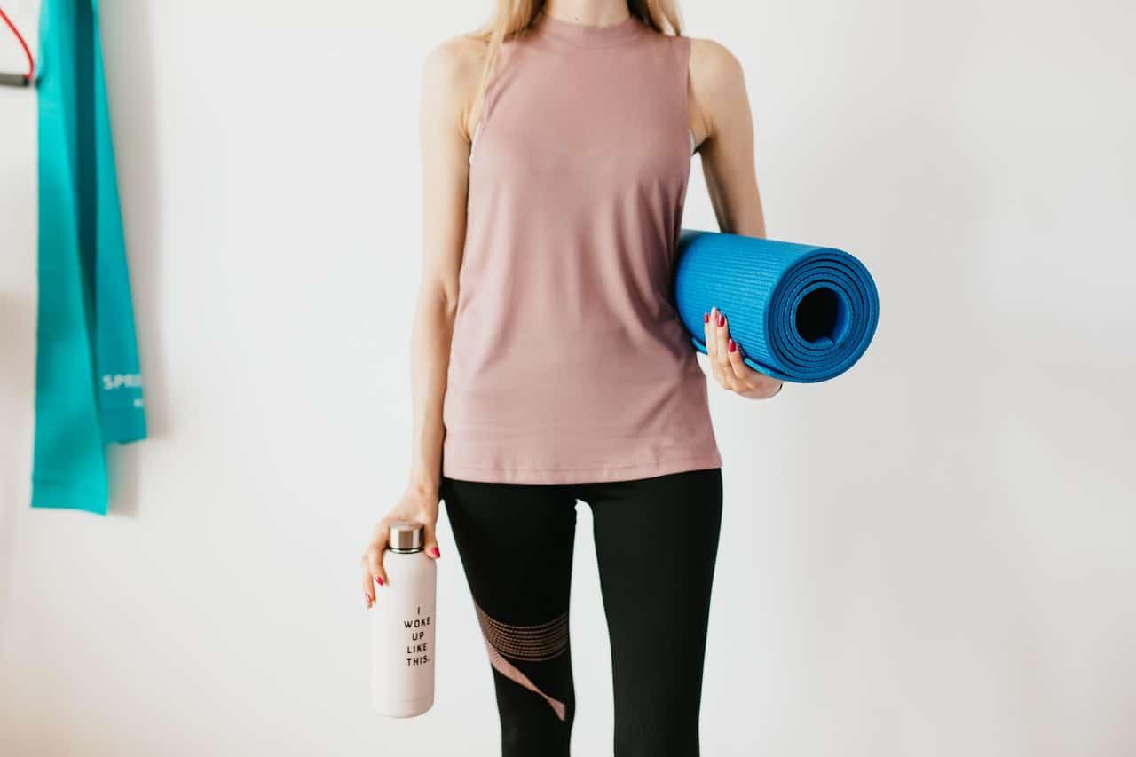 Estos 5 ejercicios eliminan los rollitos de la espalda