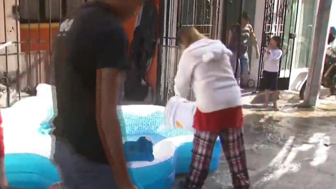 Video: Llenan albercas con agua de mega fuga en CDMX