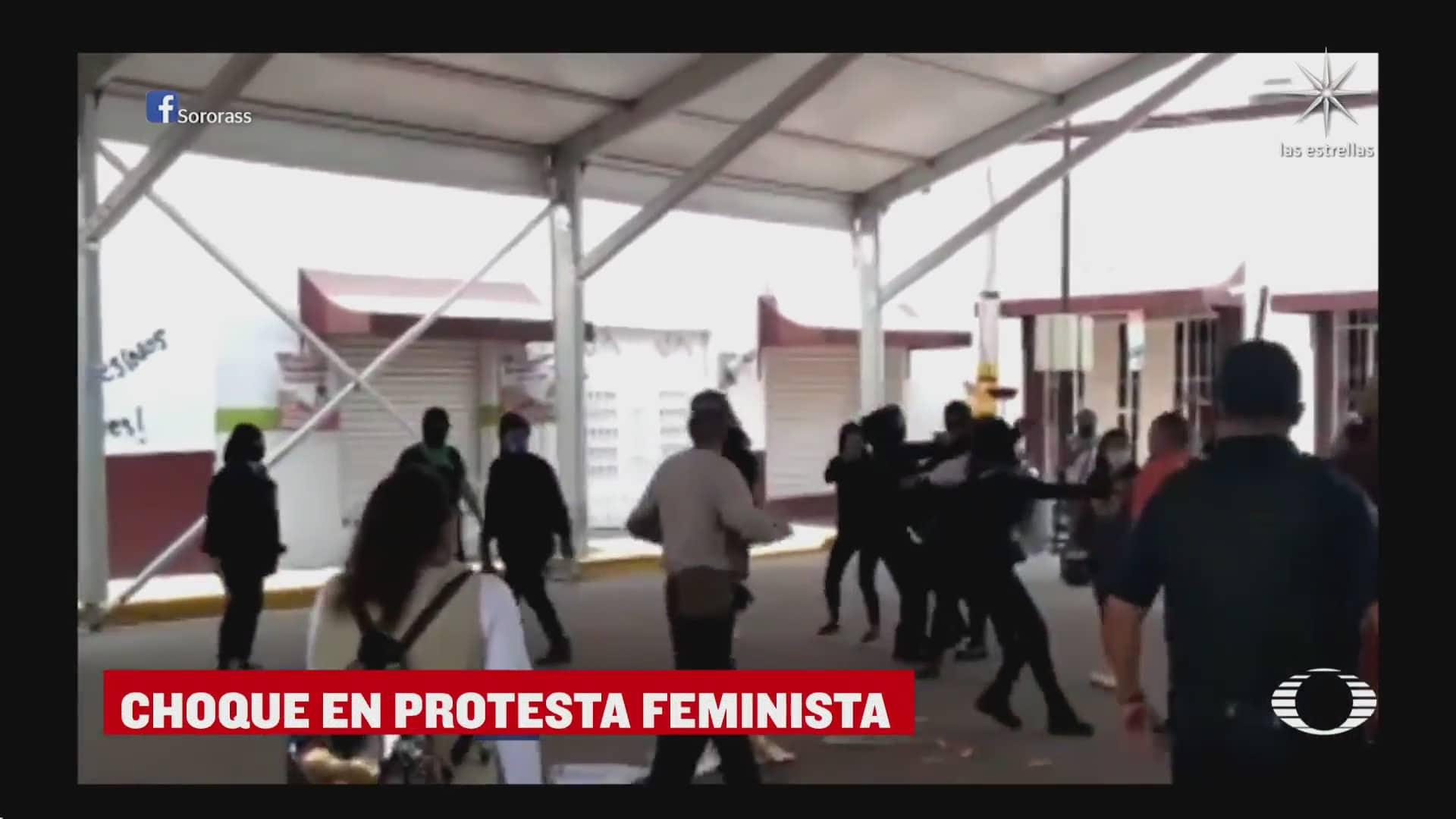 policias se enfrentan a feministas en chicoloapan edomex