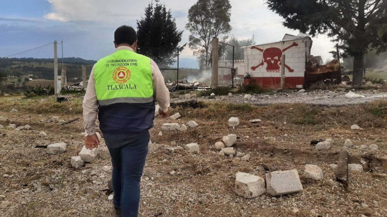 Protección Civil estatal inspecciona la zona de la explosión (Twitter: @PC_EDO_TLAX)
