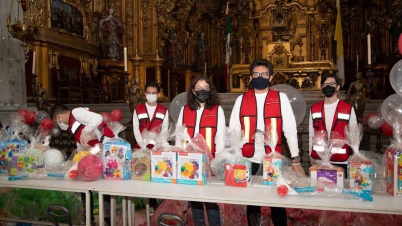 Por el Día del Niño regalan juguetes en misa de Catedral