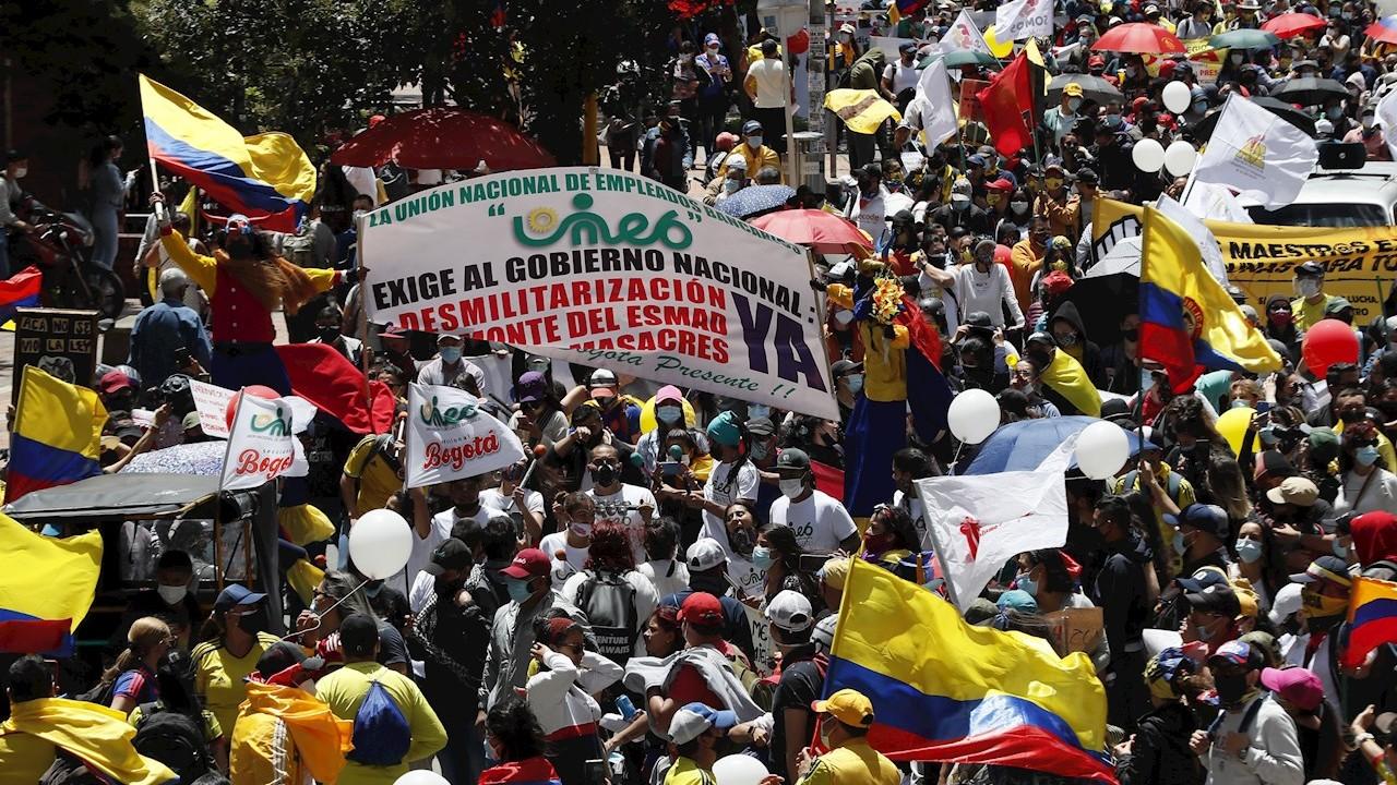 Colombianos-protestan-y-logran-caída-de-reforma-a-la-salud