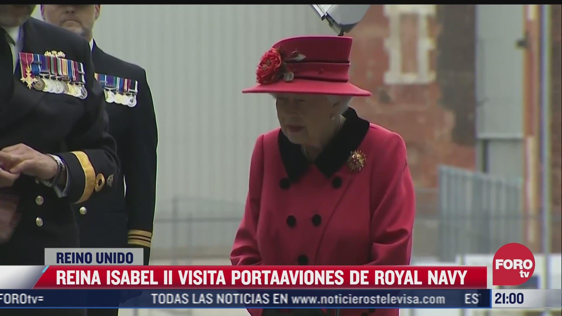 reina isabel ii visita portaaviones de royal navy