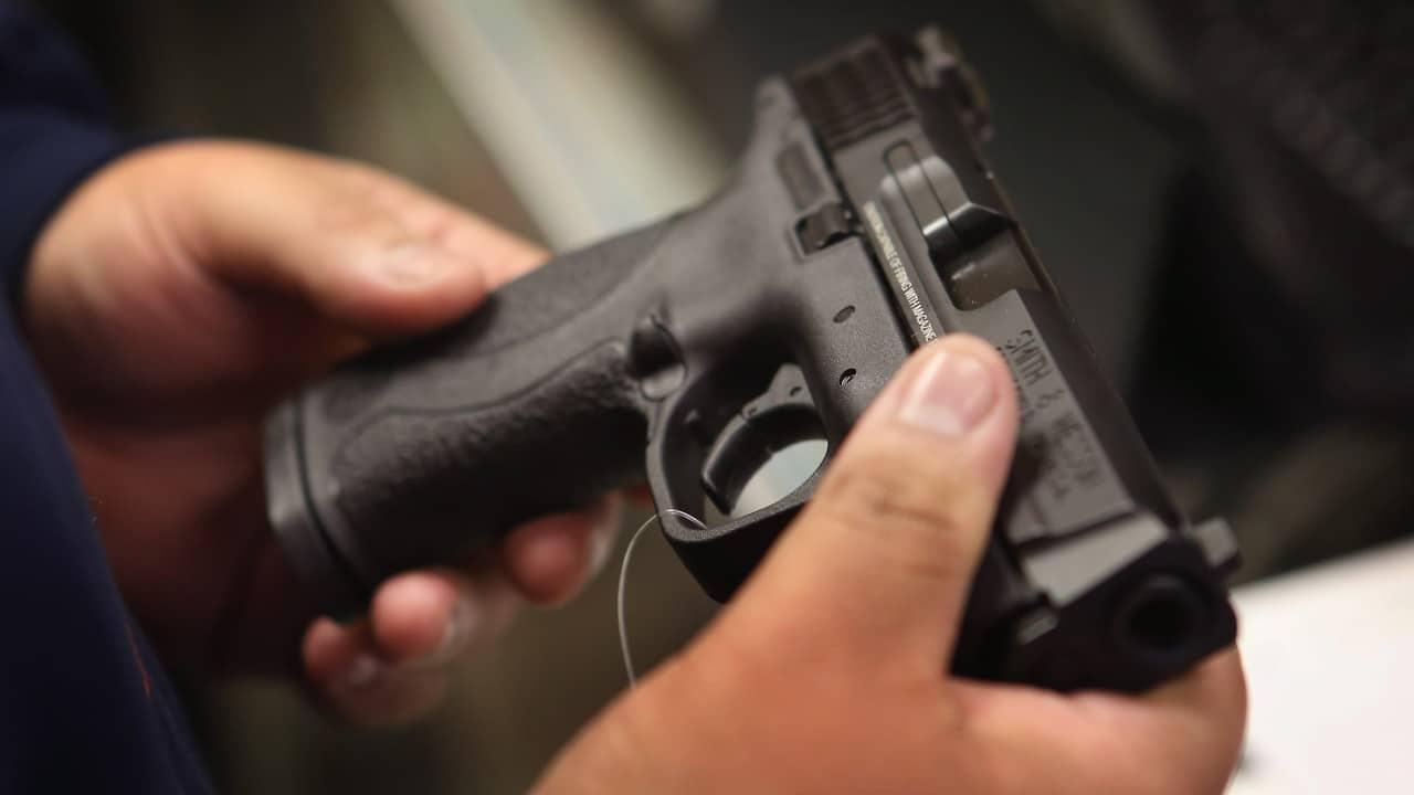 Responsable de tiroteo en ferroviariade California guardó 25 mil cartuchos en su casa