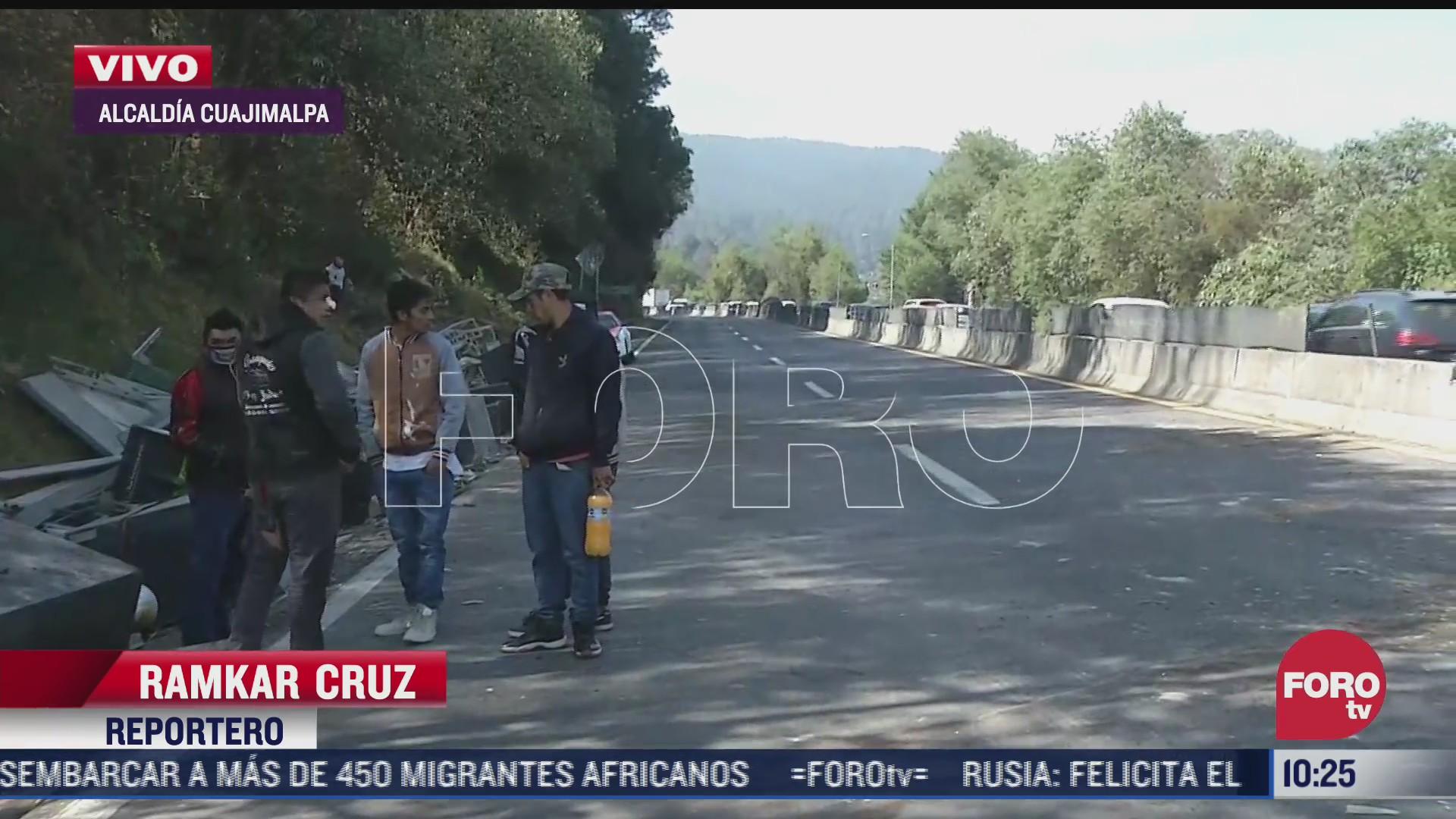 retiran camion volcado en la carretera mexico toluca