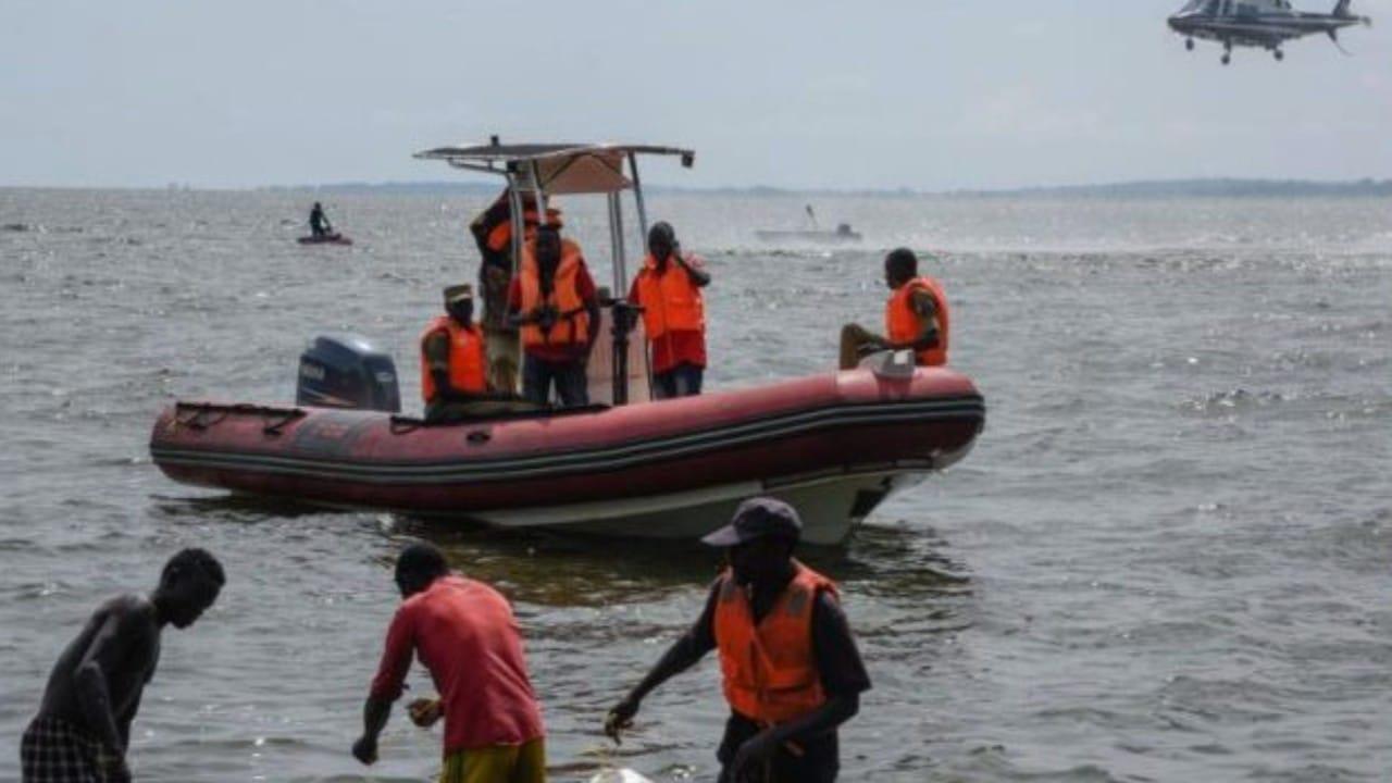 Accidente en Río Niger, Nigeria (Twitter: @JamohBashir)
