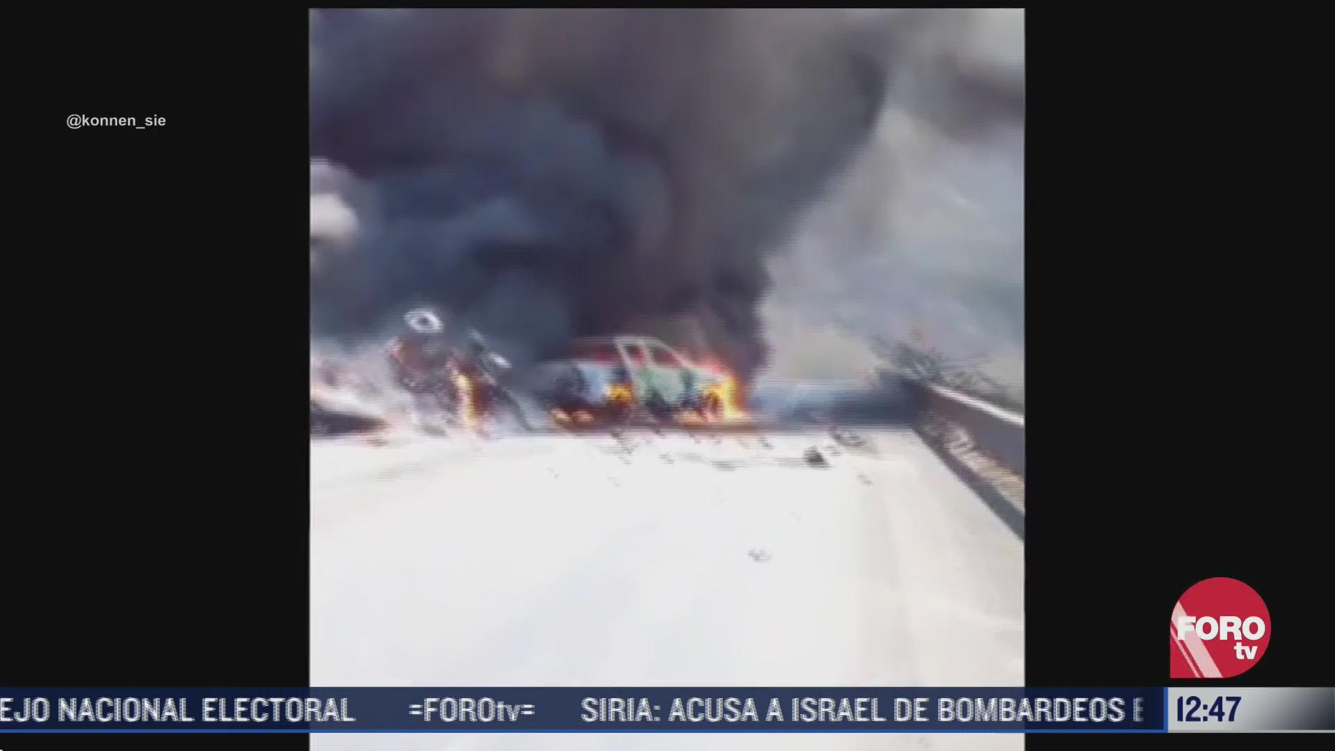se incendian vehiculos tras fuerte accidente carretero en colima