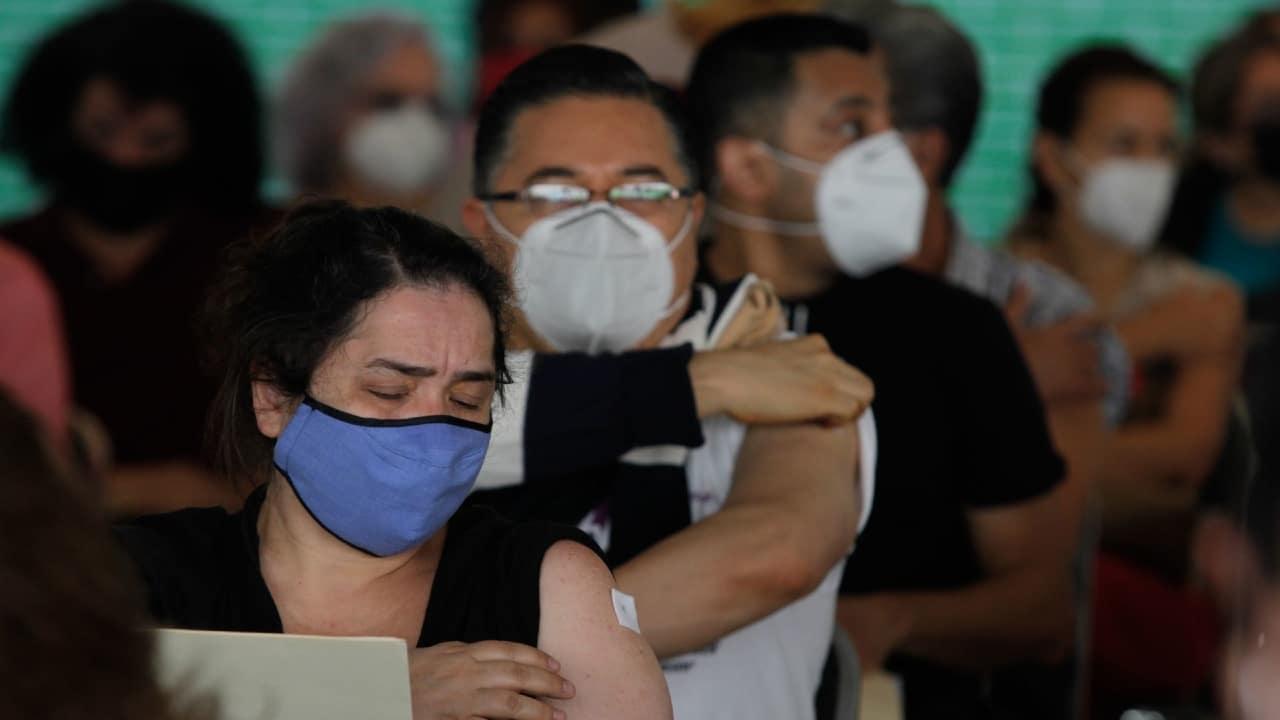 CDMX aplicará vacuna a maestros a partir del 18 de mayo
