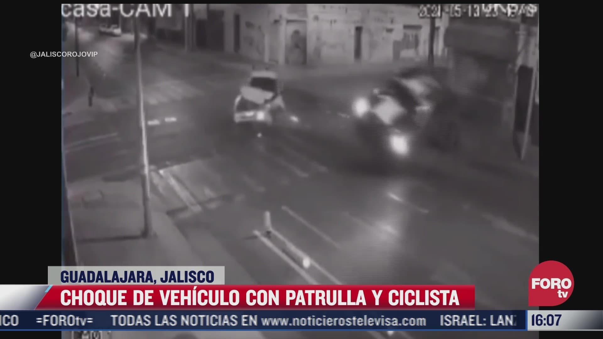 vehiculo impacta a patrulla y esta a su vez a un ciclista en guadalajara