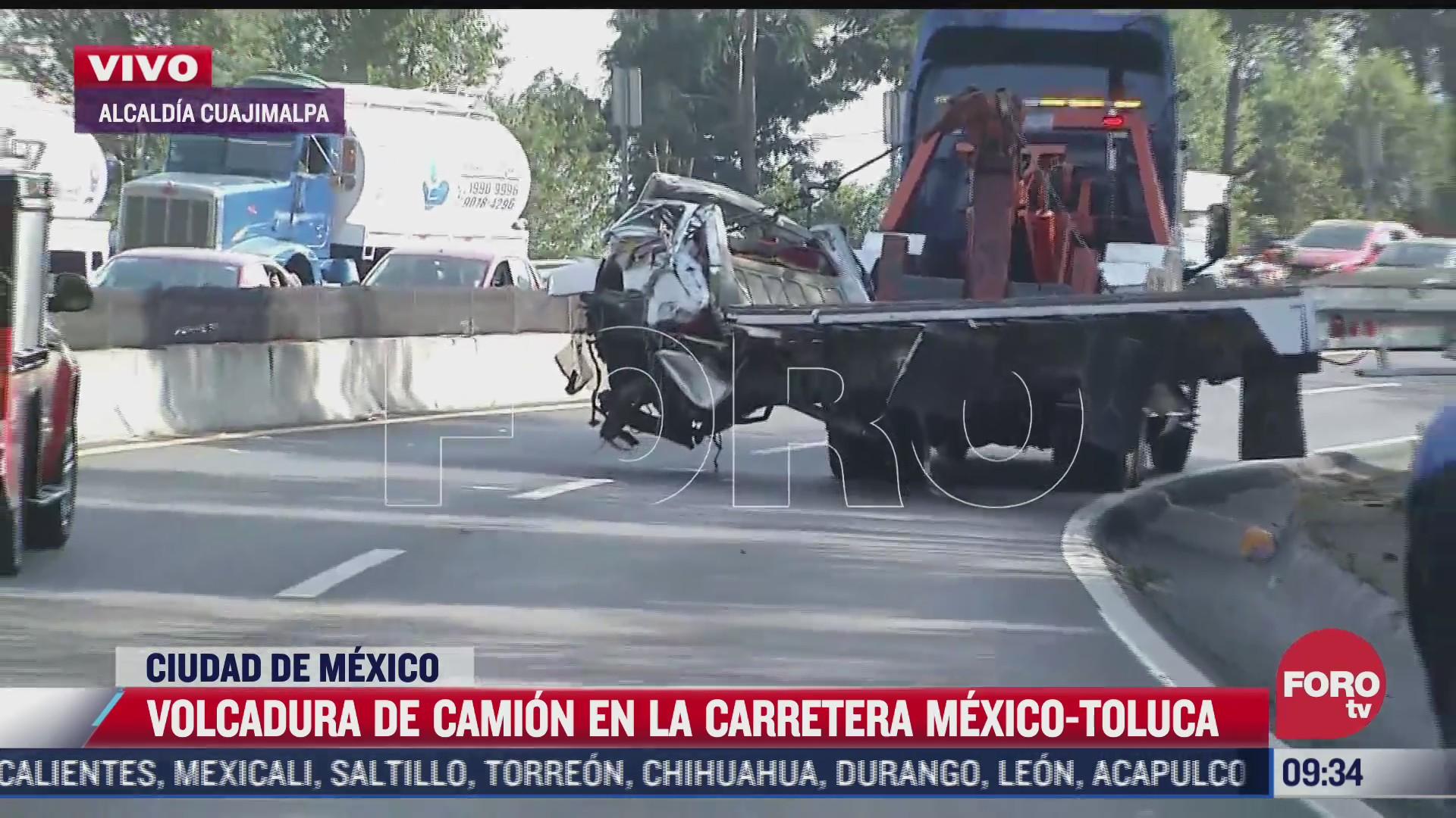 vuelca camion con equipo sonidero en carretera mexico toluca
