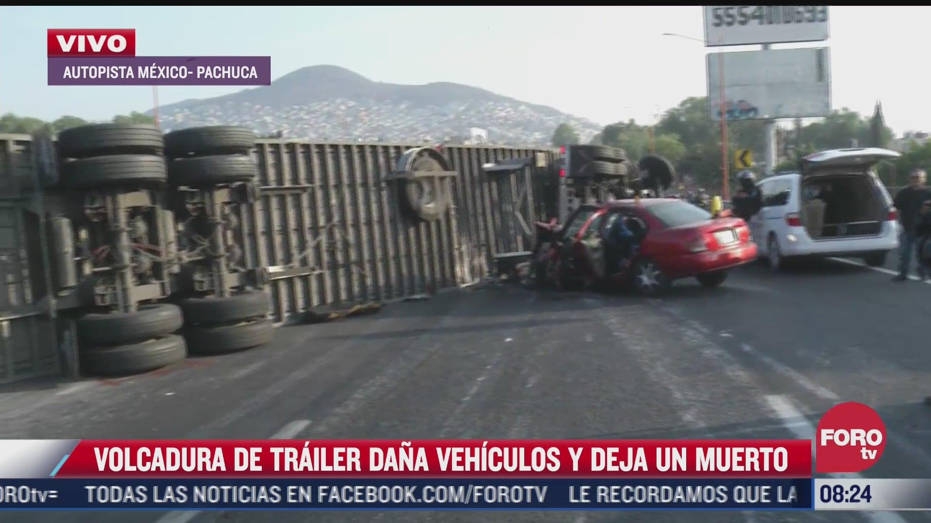 vuelca trailer y dana varios vehiculos sobre autopista mexico pachuca hay un muerto
