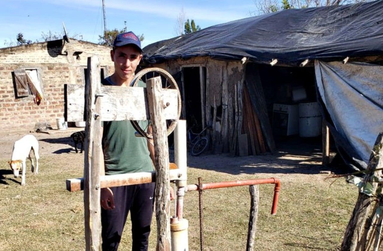 Joven argentino de 16 años inventó bomba de agua para huerto