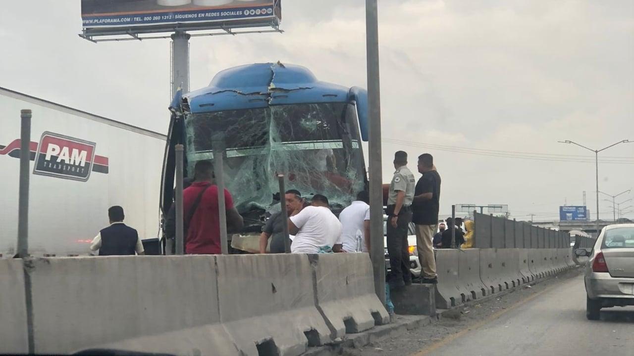Choca autobús que trasladaba a 25 haitianos que se dirigían a Ciudad Acuña