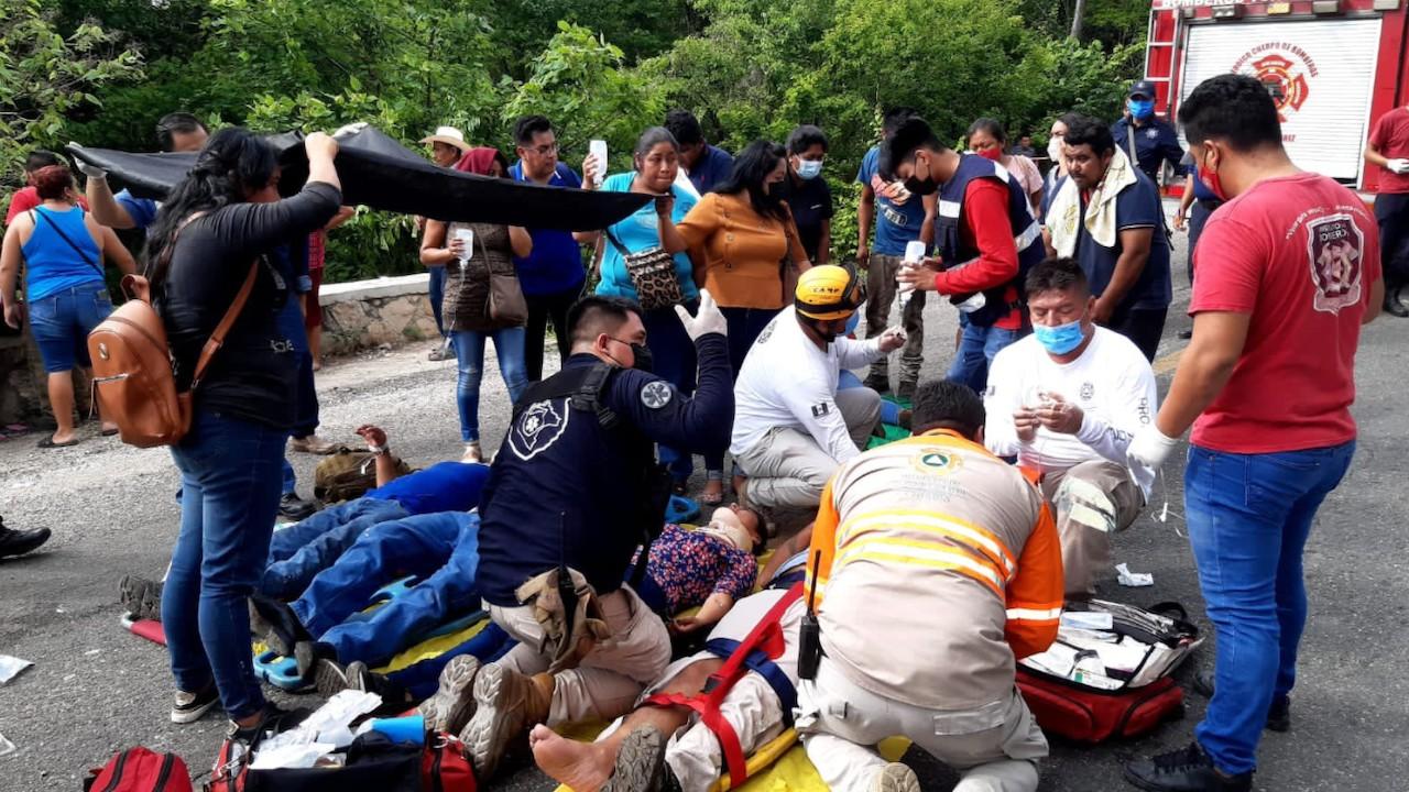 Atención por accidente carretero en Emiliano Zapata, municipio de Tuxtla Gutiérrez, Chiapas (Twitter: @pcivilchiapas)