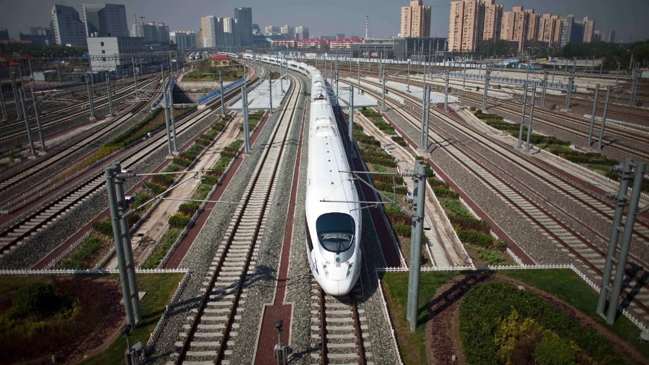 Accidente de tren en China deja al menos nueve muertos