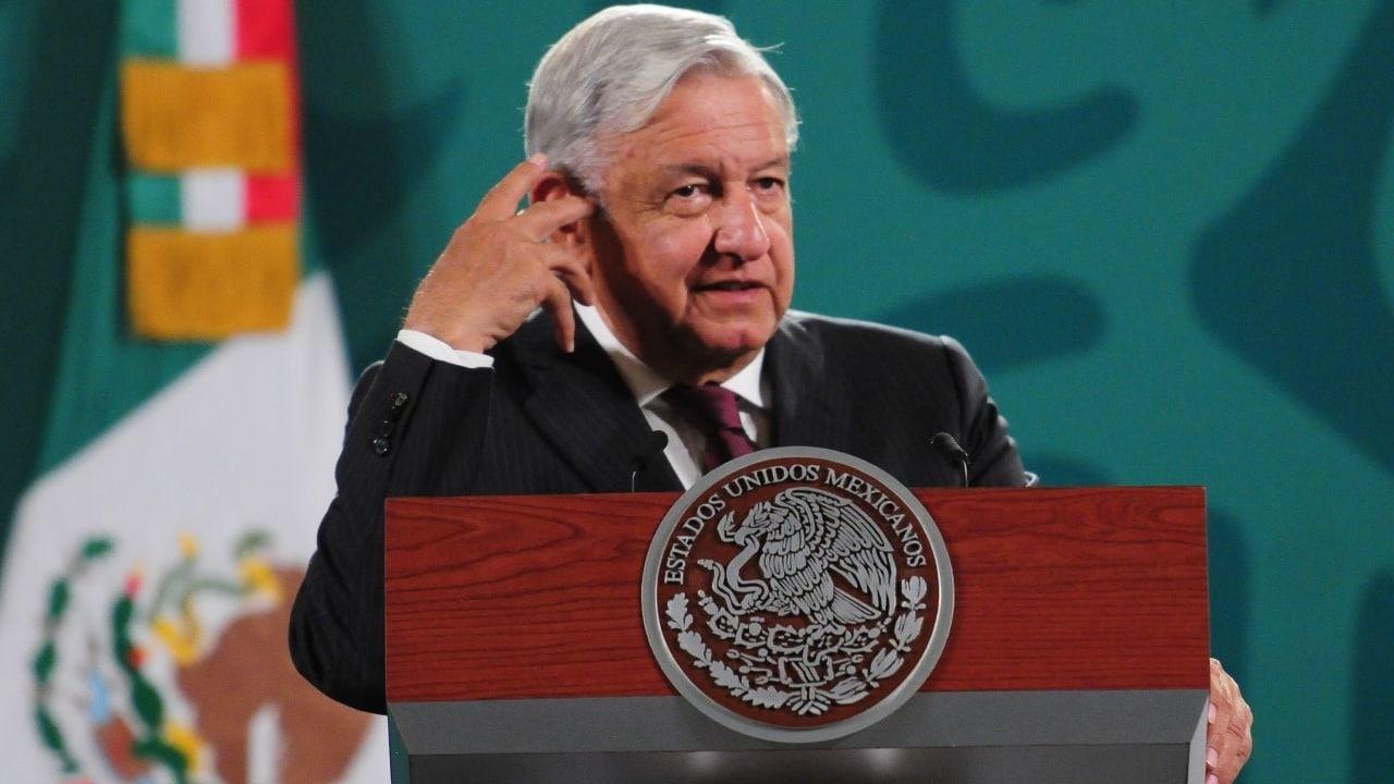 Andrés Manuel López Obrador, presidente de México, responde a la prensa durante la conferencia mañanera.