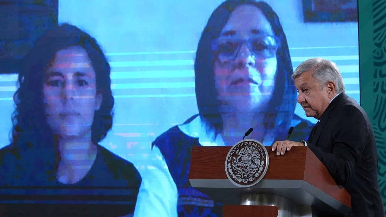 Andrés Manuel López Obrador sostuvo una video llamada con Luisa María Alcalde, secretaria del Trabajo y Laura Vázquez Alzúa, coordinadora nacional de Protección Civil