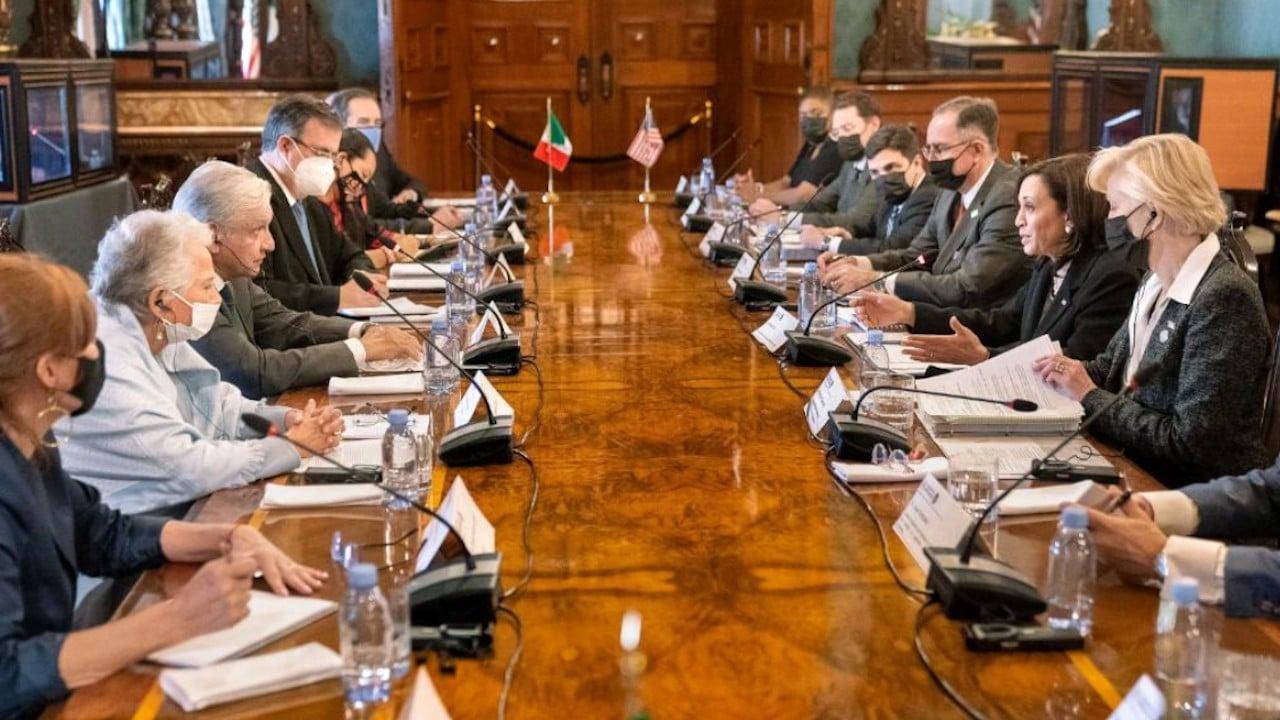 Funcionarios del gobierno de Estados Unidos y México en Palacio Nacional (Twitter: @VP)