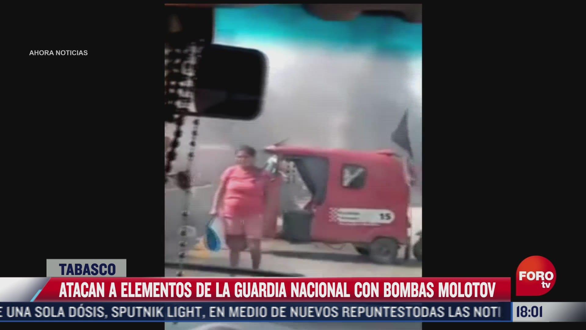 atacan a elementos de la guardia nacional con bombas molotov