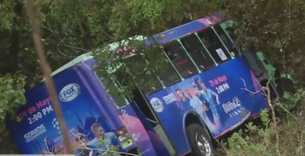 Autobús de pasajeros se desbarranca en Cuajimalpa; hay al menos 19 heridos