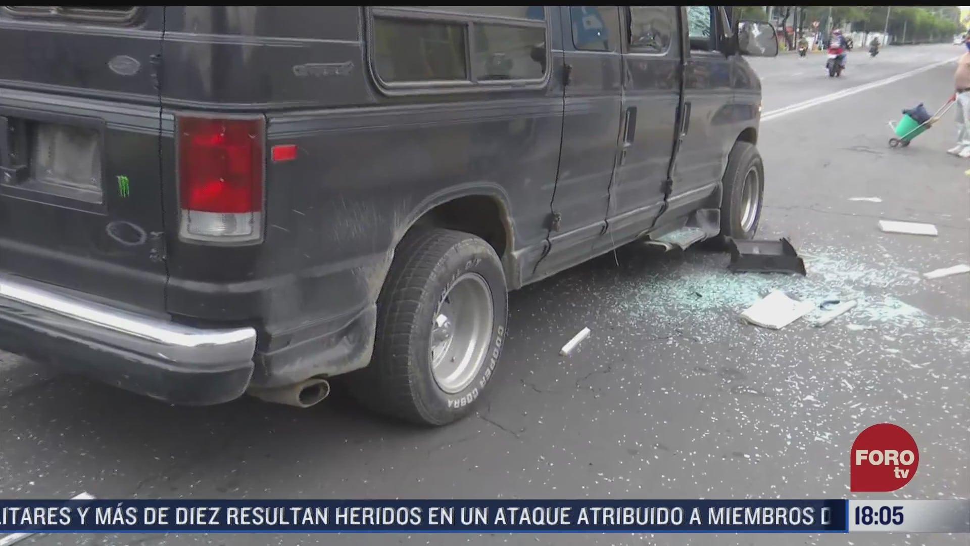 automovilista golpea su propio vehiculo en la cdmx