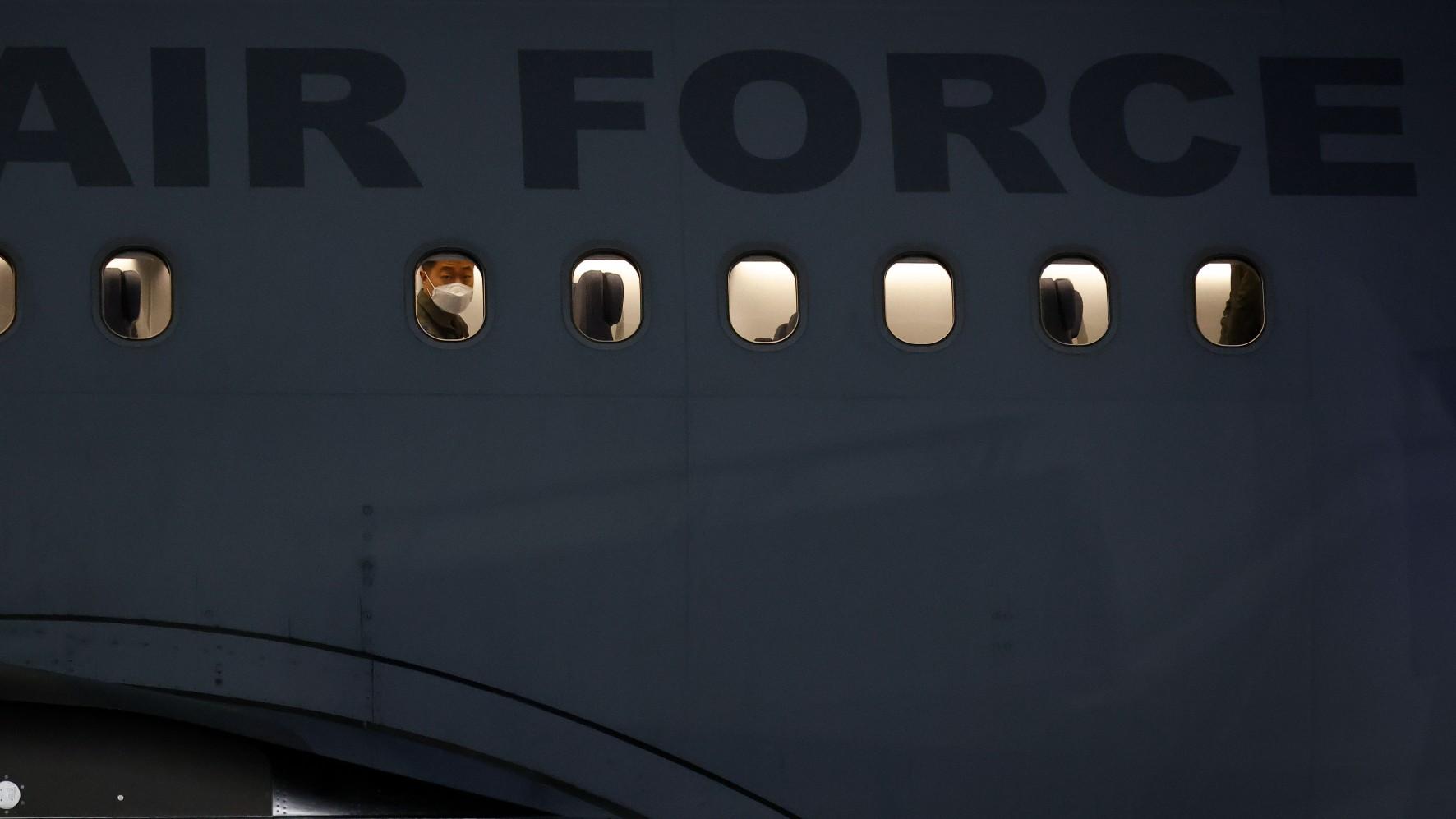 Pasajero intenta forzar la cabina de un avión en vuelo en EEUU