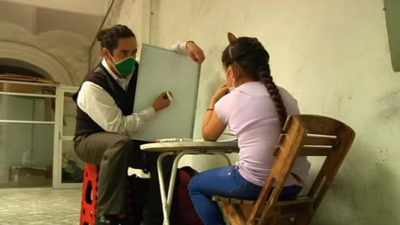Biólogo de Hidalgo da clases de regularización tras quedarse sin empleo por pandemia de COVID-19