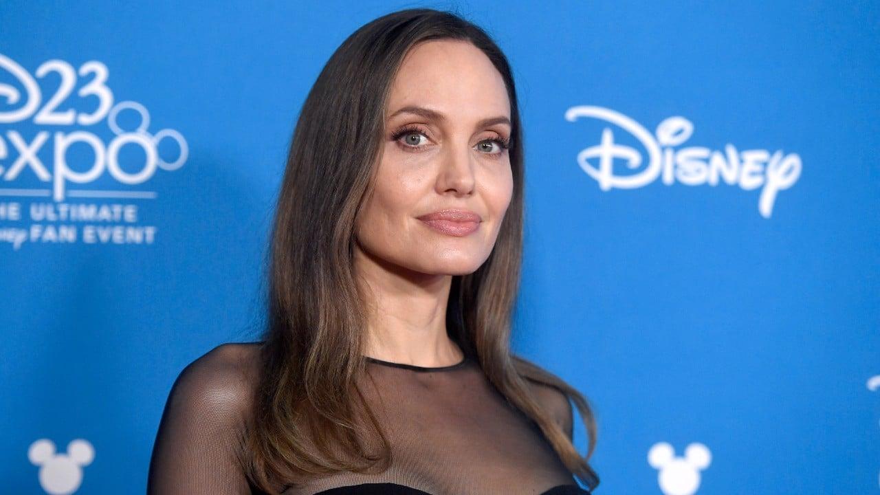 Captan a Angelina Jolie entrando al departamento de su exmarido 'Jonny' Lee Miller