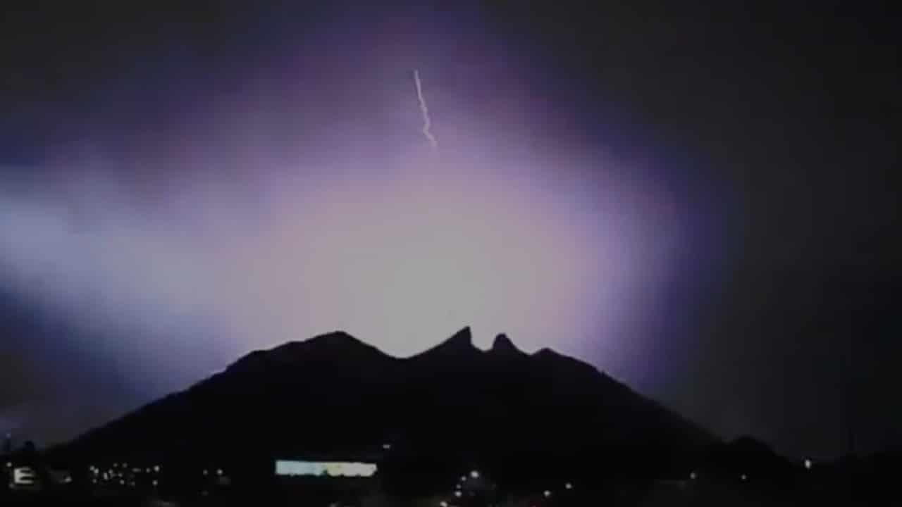 Video: Monterrey vive impresionante tormenta eléctrica