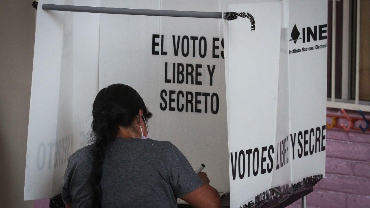 Cierran las casillas en México