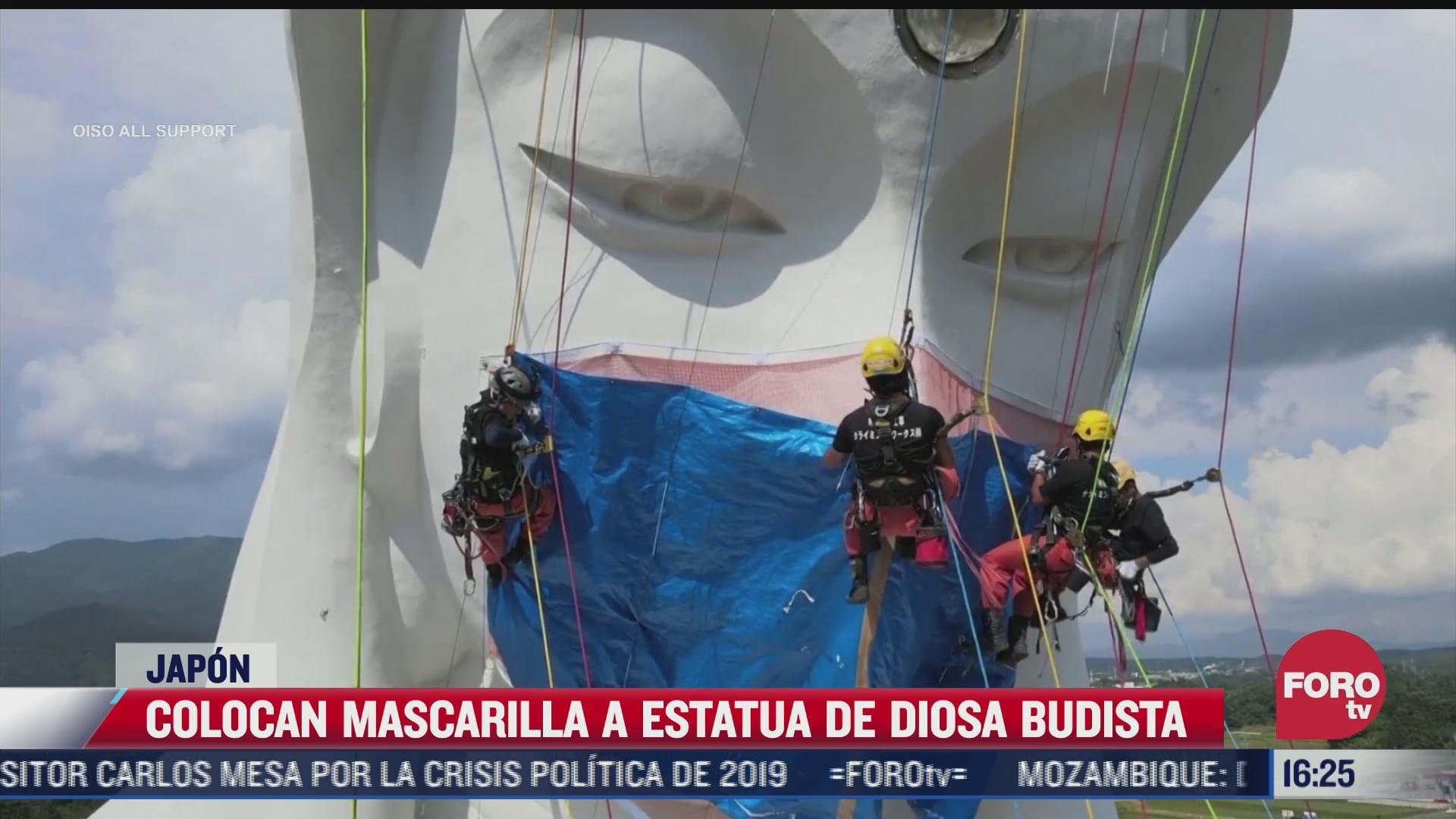 colocan cubrebocas a estatua de diosa budista en japon