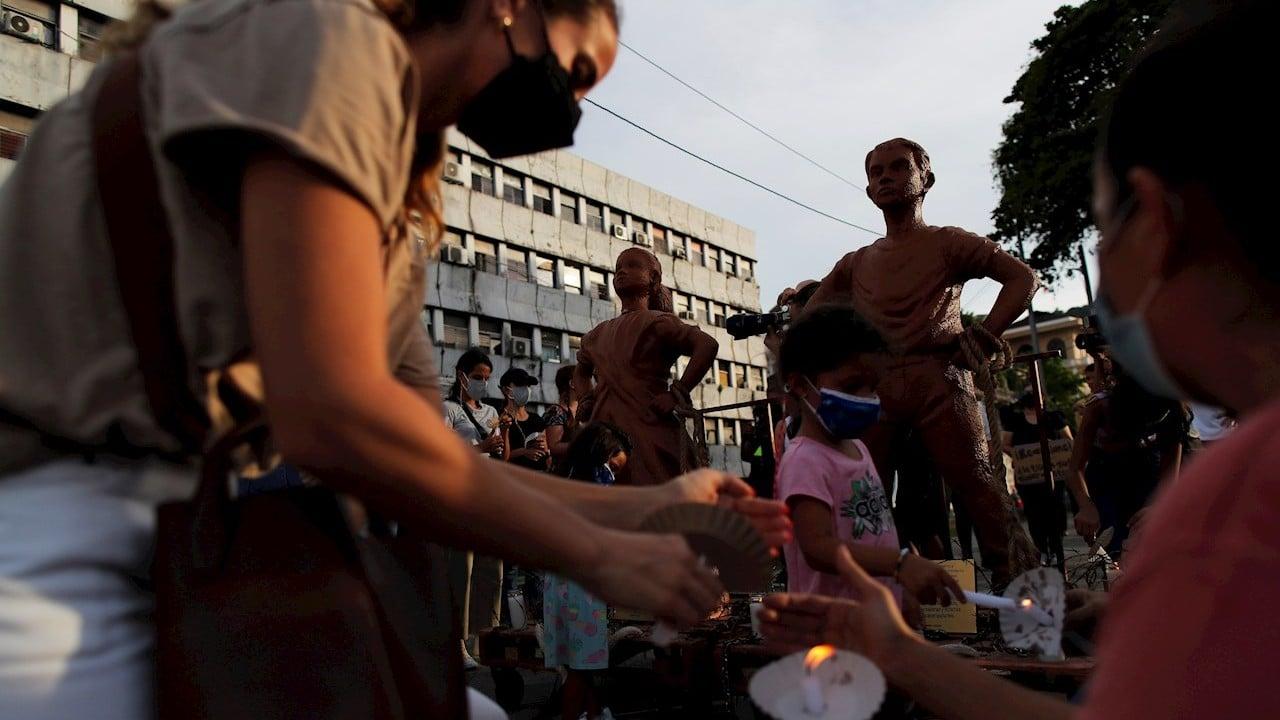 Con niños de arcilla protestan frente al Parlamento de Panamá por abusos sexuales de menores