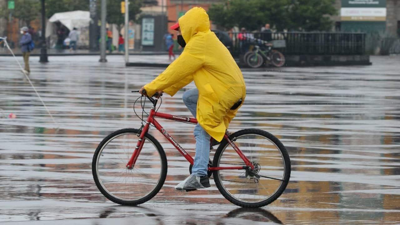 Continuarán fuertes lluvias causadas por tres sistemas meteorológicos