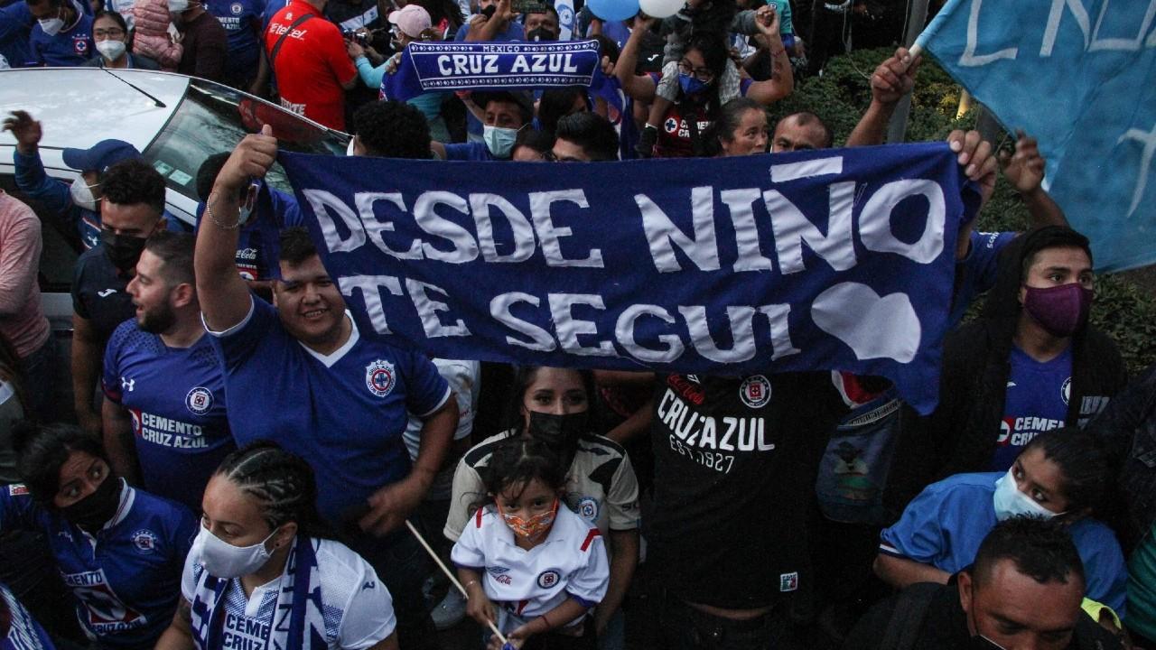 """""""Cruzazulear ahora significa ganar"""", afirman aficionados tras triunfo en el Azteca"""