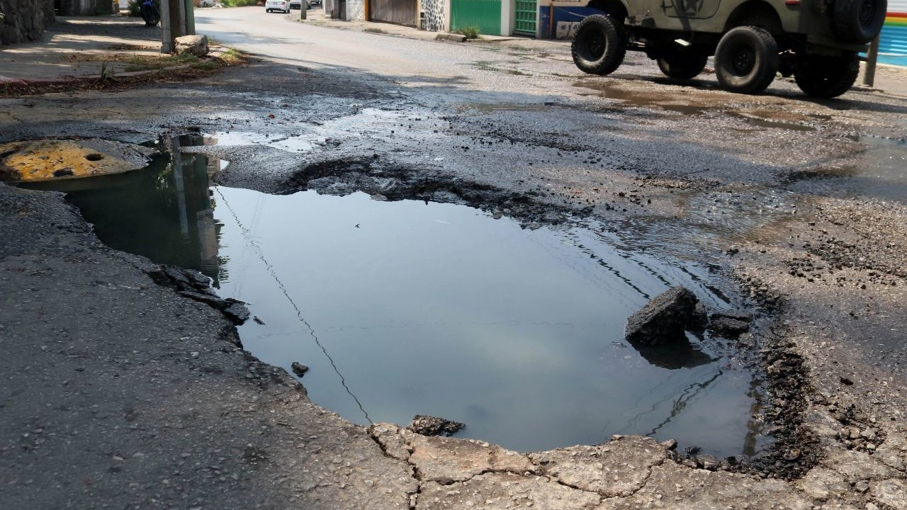Enorme bache daña decenas de vehículos en Monterrey
