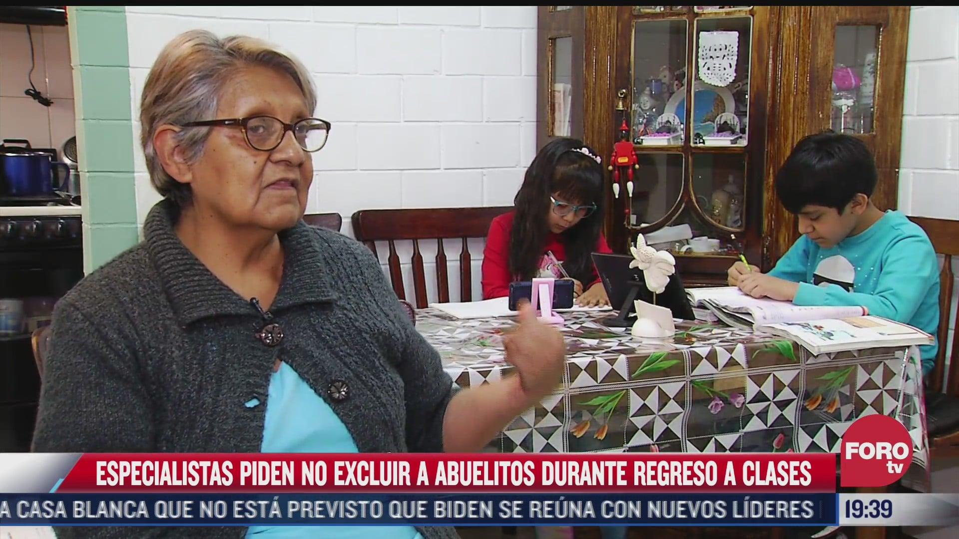 especialistas piden no excluir a adultos mayores durante regreso a clases de menores